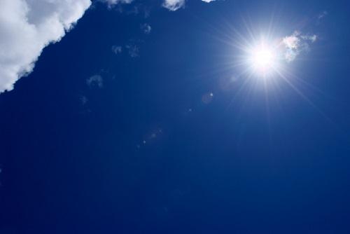晴れ渡る空の写真